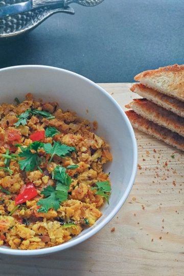 Image of Egg Bhurji served with some butter and toast